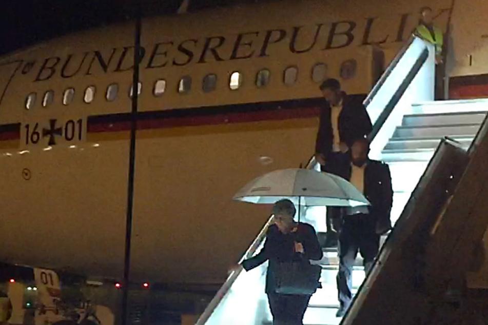 Gegen 19 Uhr startete der Kanzlerinnen-Flieger in Berlin, landete nach den Zwischenfällen dann um circa 21 Uhr in Köln.