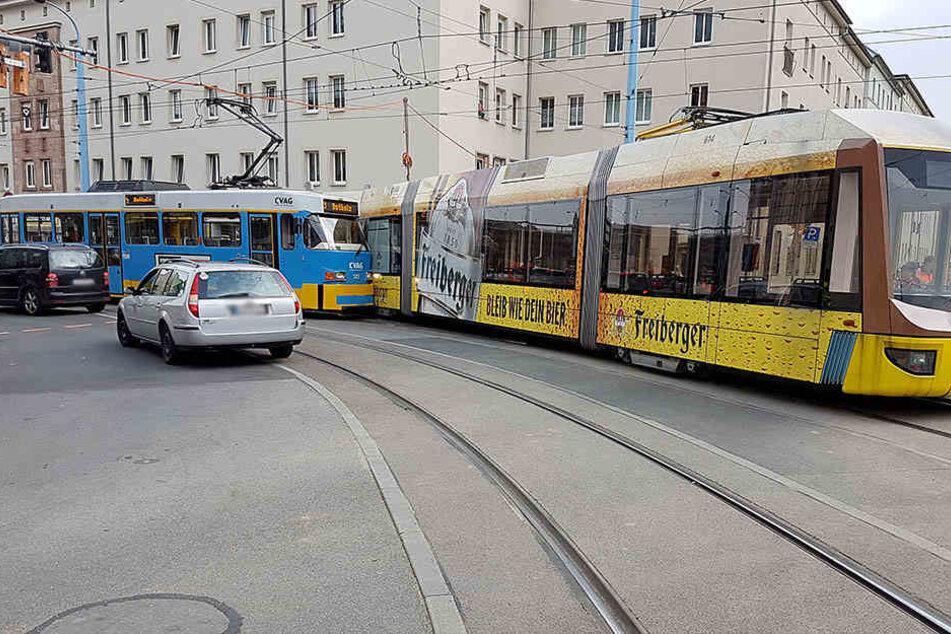Auf der Annen-/Ecke Reitbahnstraße krachten zwei Trams zusammen.