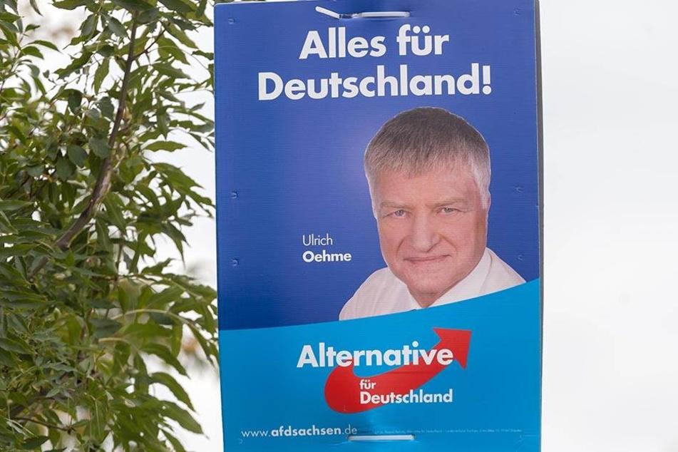 Mit dieser verbotenen SA-Losung wirbt Ulrich Oehme für die AfD im Erzgebirge.