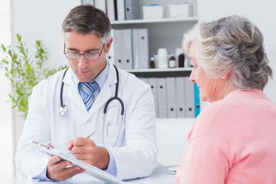 Die Seniorin war bei mehreren Ärzten in Behandlung. (Symbolbild)
