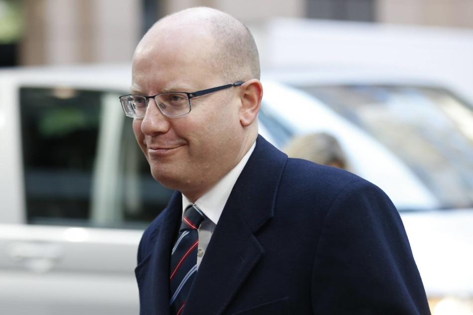 Warnt deutlich vor einer möglichen Sperrung der neuen Autobahn: Tschechiens Regierungschef Bohuslav Sobotka (45).
