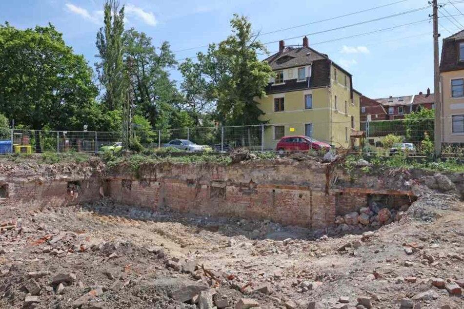 Bauarbeiter fanden in den versteckten Kellern der Fabrik jede Menge verscharrten Industriemüll