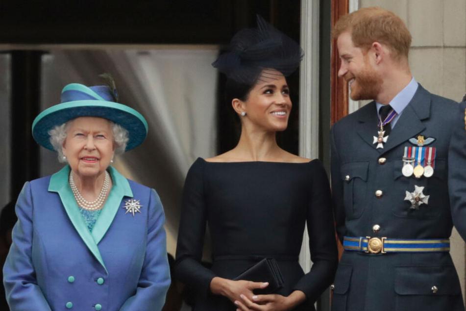 Was die Queen wohl über die Eskapaden des jungen Paares denkt?