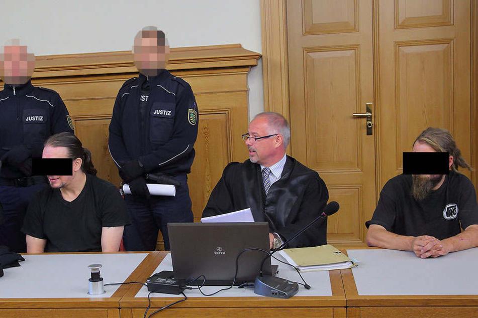 Angeklagt wegen gemeinschaftlichen Totschlags: Clemens E. (28, r.) und Kumpel Christian G. (39).