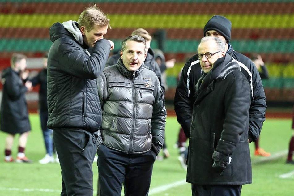 Nachdenkliche Gesichter in Berlin: Trainer David Bergner (l.) und Sportvorstand Thomas Sobotzik sahen eine verunsicherte Chemnitzer Mannschaft.