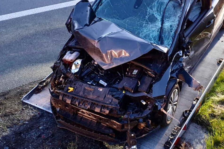 Heftiger Unfall auf A9: Sechs Menschen ins Krankenhaus eingeliefert