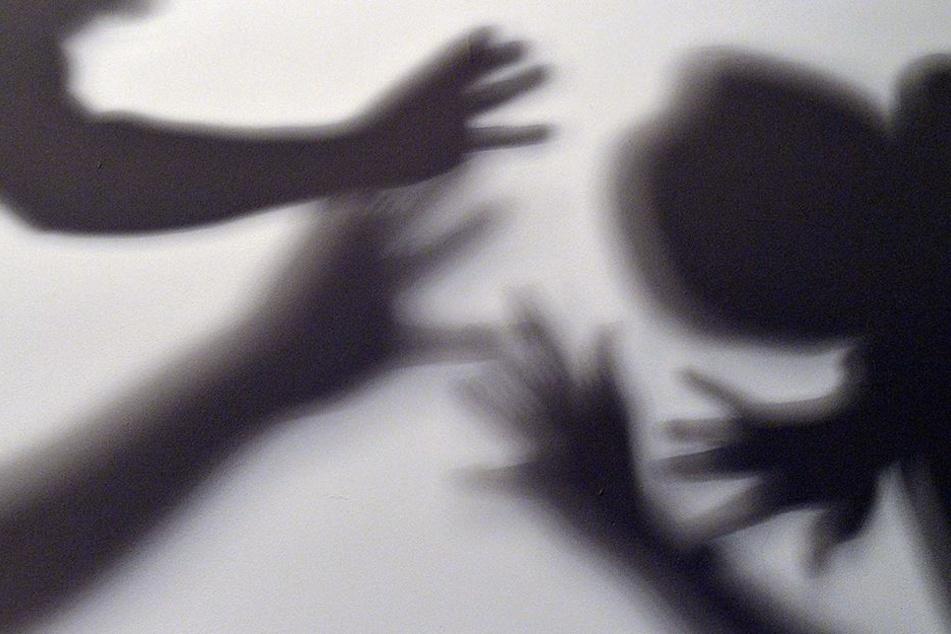 Wie brutal muss der 12-jährige zugeschlagen haben? (Symbolbild)