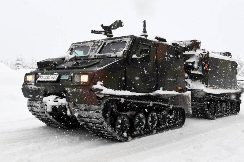 Ein Kettenfahrzeug der Bundeswehr im Einsatz.