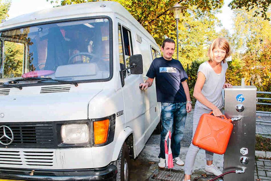 Die Holländer kommen! Sylvia Evers (47) und Mark Möller genießen die ruhige Lage und die Nähe zur Stadt.