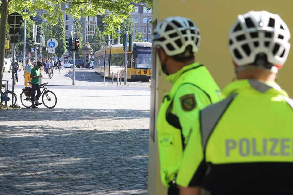 Dresden: Mit Videokamera! Polizei macht am Albertplatz Jagd auf Verkehrssünder