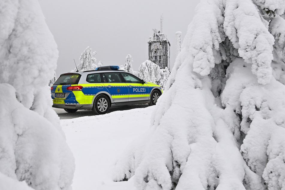 Oberwiesenthal: Die Polizei kontrolliert am Donnerstag auf dem Plateau des Fichtelbergs die Einhaltung der Corona-Regeln.