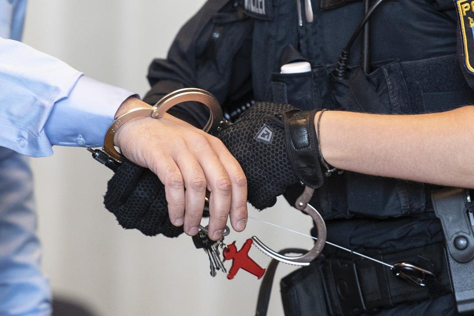 Zwei Tatverdächtige wurden am Donnerstag vorläufig festgenommen (Symbolbild)