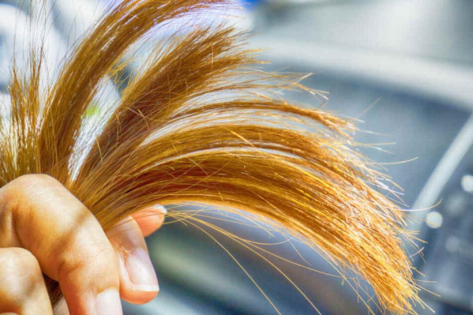 Mütter verlieren nach der Geburt oft viele Haare: Das kann für Babys gefährlich werden. (Symbolbild)
