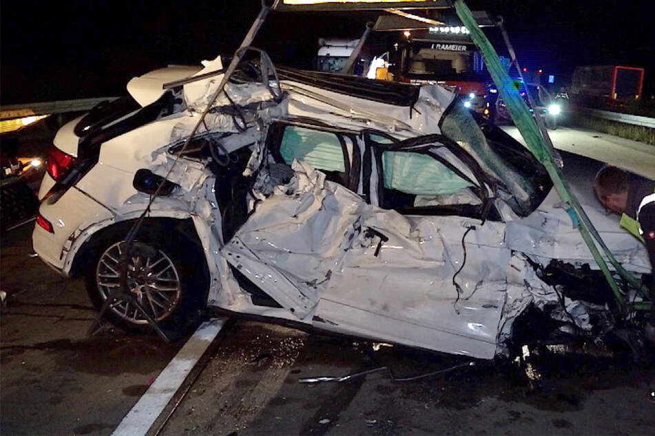 Unfall A14: Schlimmer Crash auf der A14: Lieferte sich eine Audi-Diebin eine Verfolgungsjagd mit der Polizei?