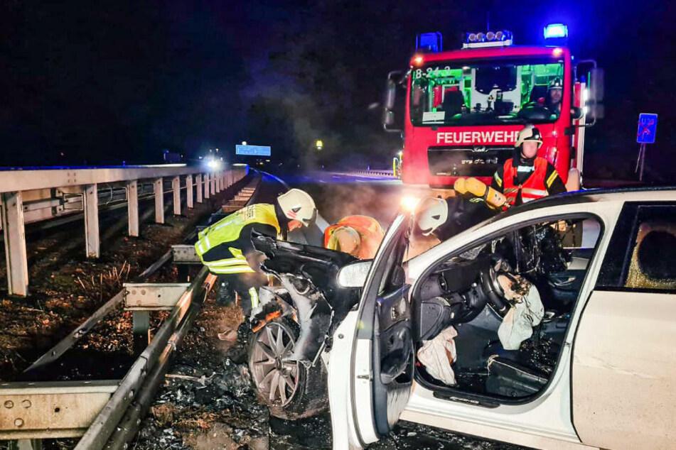 Berlin: Mercedes kracht bei Unfall auf A9 gleich zweimal in die Leitplanke