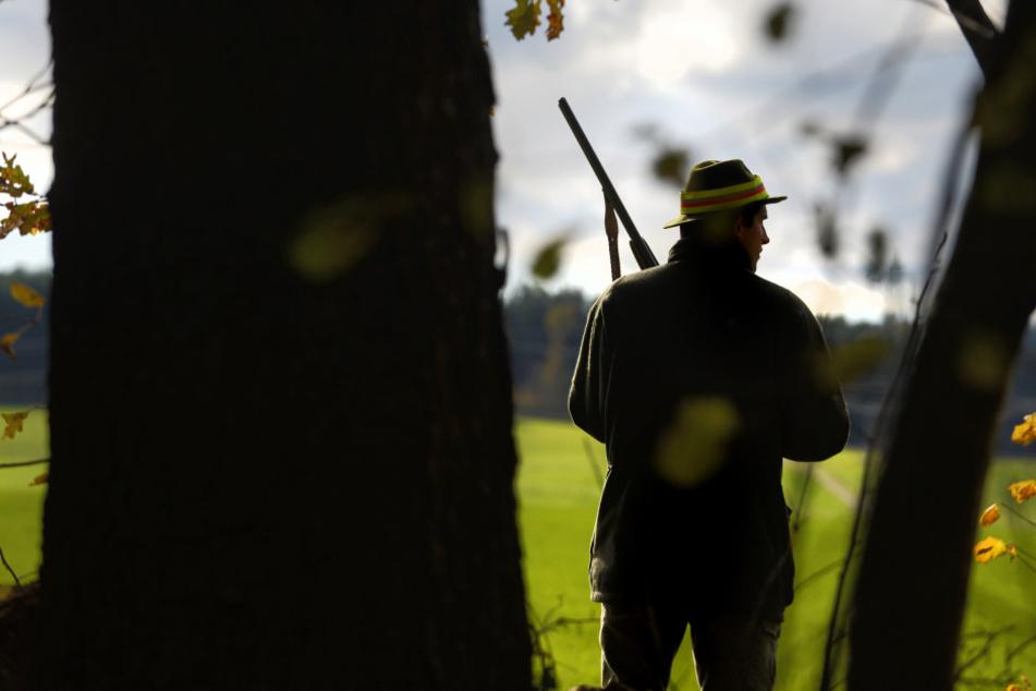 Die Jäger warteten eigentlich auf Wild, als sie plötzlich mutmaßliche Einbrecher sahen.