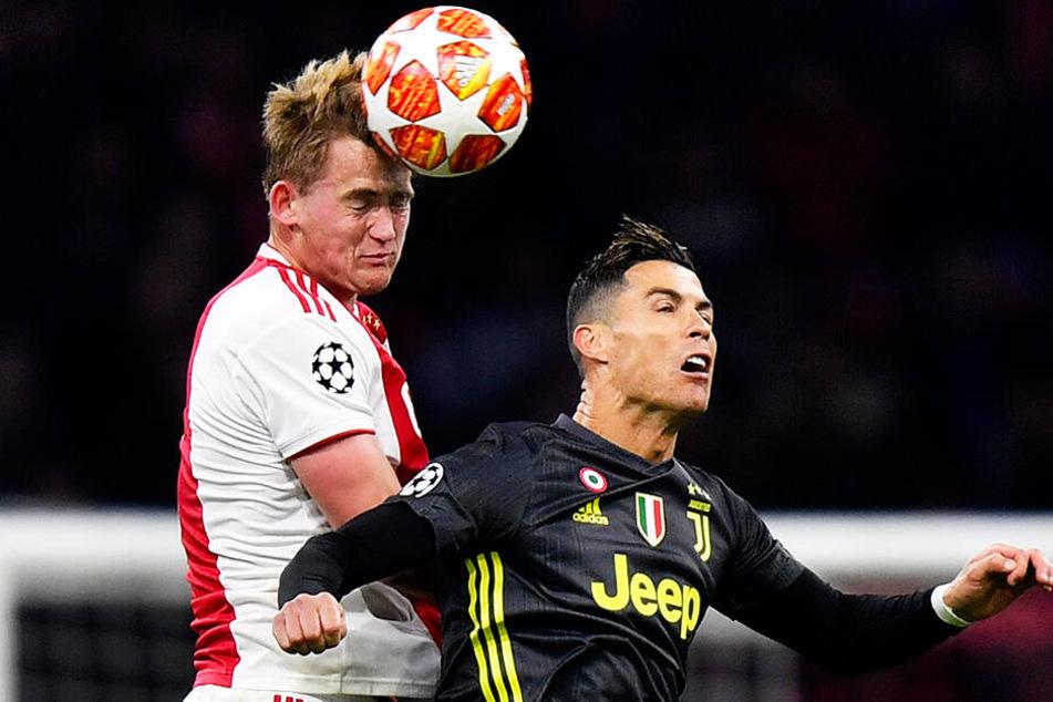 Kreuzten die Klingen bereits im Champions-League-Viertelfinale miteinander: Matthijs de Ligt (l.) und Cristiano Ronaldo.
