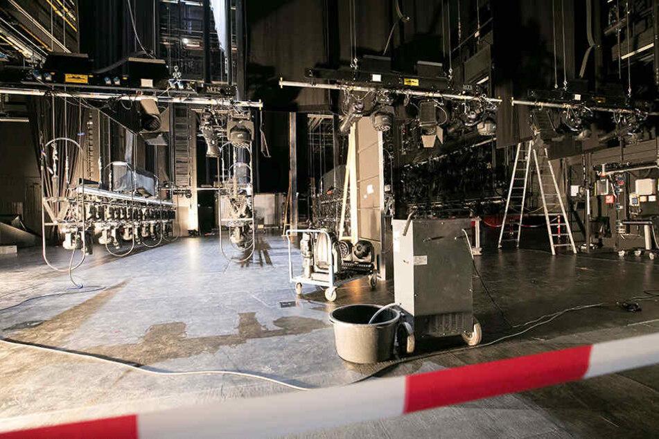 Im Oktober setzte eine falsch geschaltete Sprinkleranlage die neue Bühne der Operette unter Wasser.