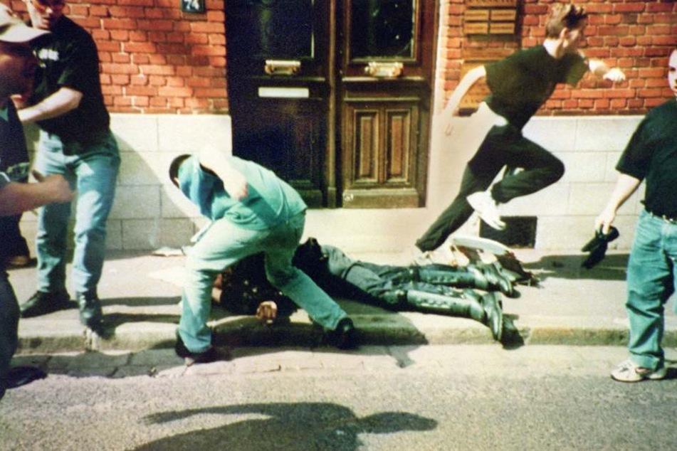 Bei der WM 1998 hatte der Hooligan mit anderen brutal auf den Polizisten Daniel Nivel eingetreten.