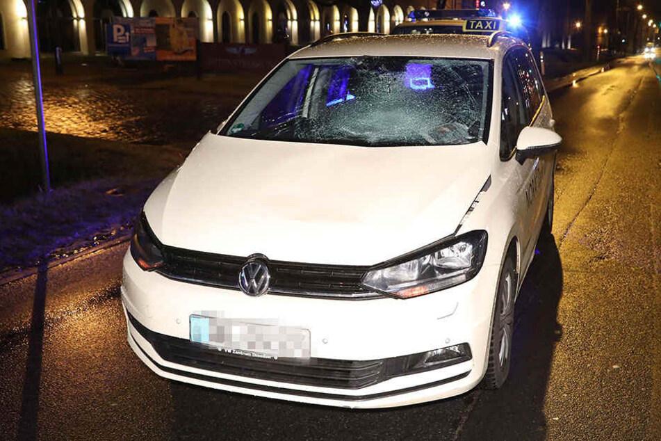 Der Taxi-Fahrer leitete sofort eine Notbremsung ein, doch erfasste den Mann.