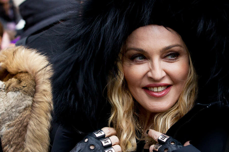 Madonna (60) überraschte die Gäste in einer New Yorker Schwulenbar.