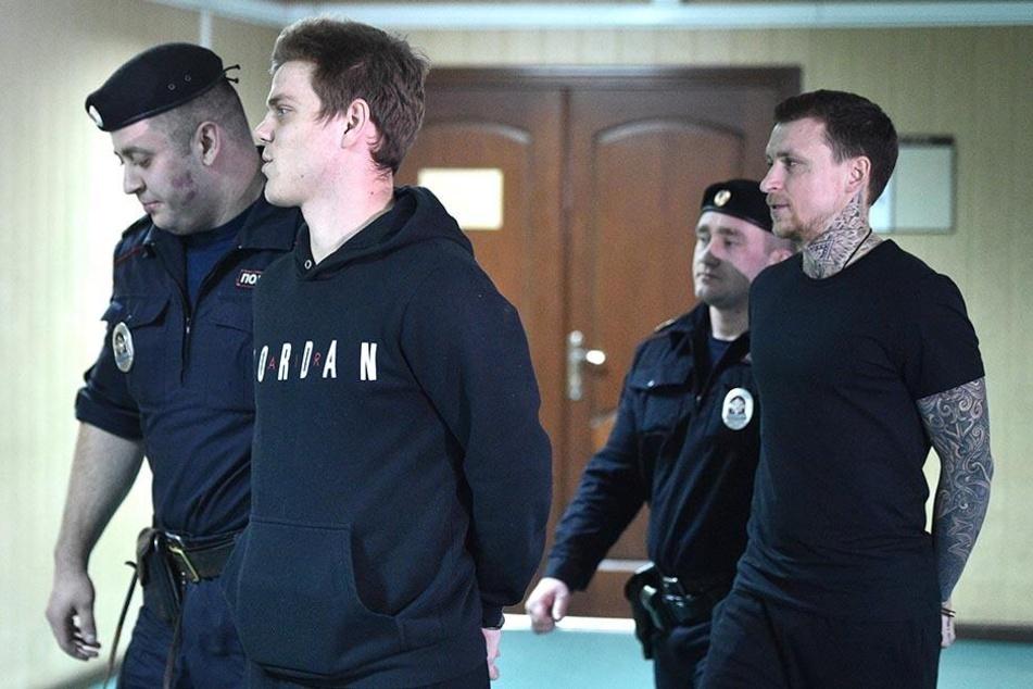 In Schlägereien verwickelt? Fußball-Stars bleiben in U-Haft!