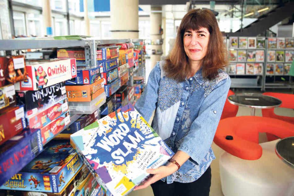 Martina Reinhold, Leiterin der Jugendbibliothek, zieht in den Kulturpalast  um.
