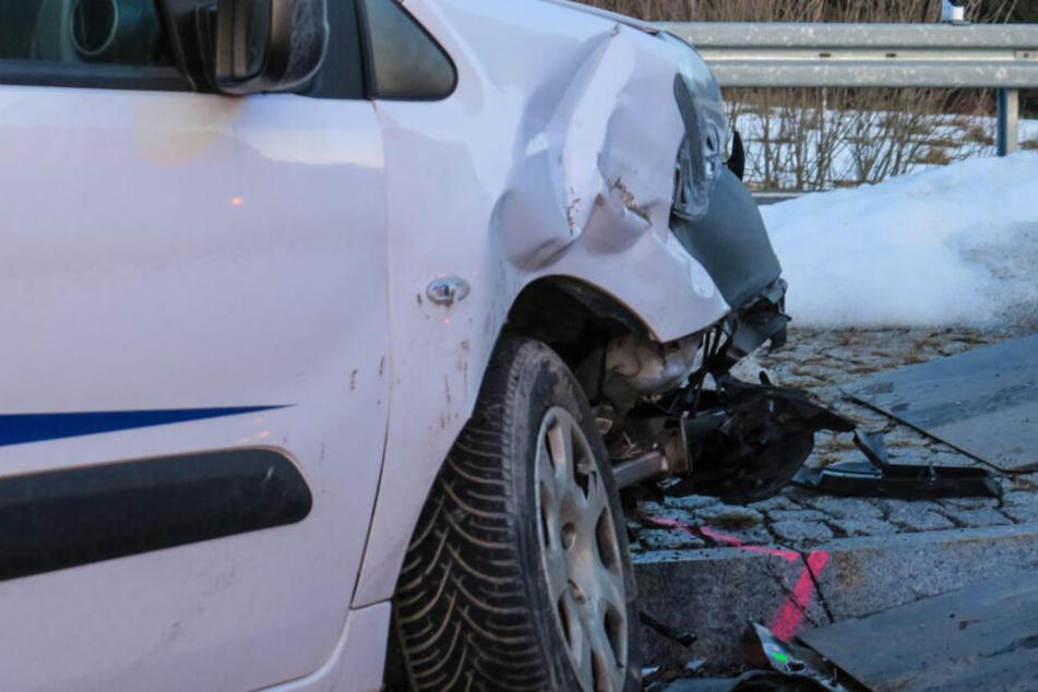An dem Peugeot entstand ein erheblicher Sachschaden.