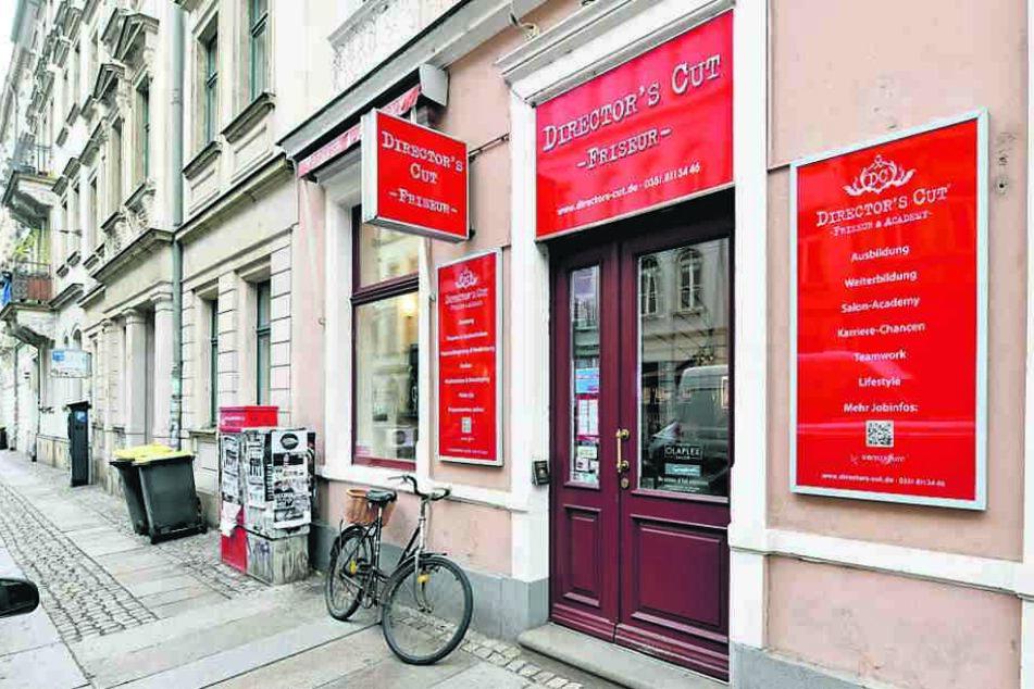 Die Adresse heißt Böhmische Straße, aber der Eingang zum Salon befindet sich ums Eck auf der Rothenburger Straße.