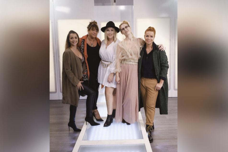 Stefanie tritt beim Dresdner Einkaufs-Wettbewerb gegen Romy, Anne, Jasmin und Tanja (v.l.) an.