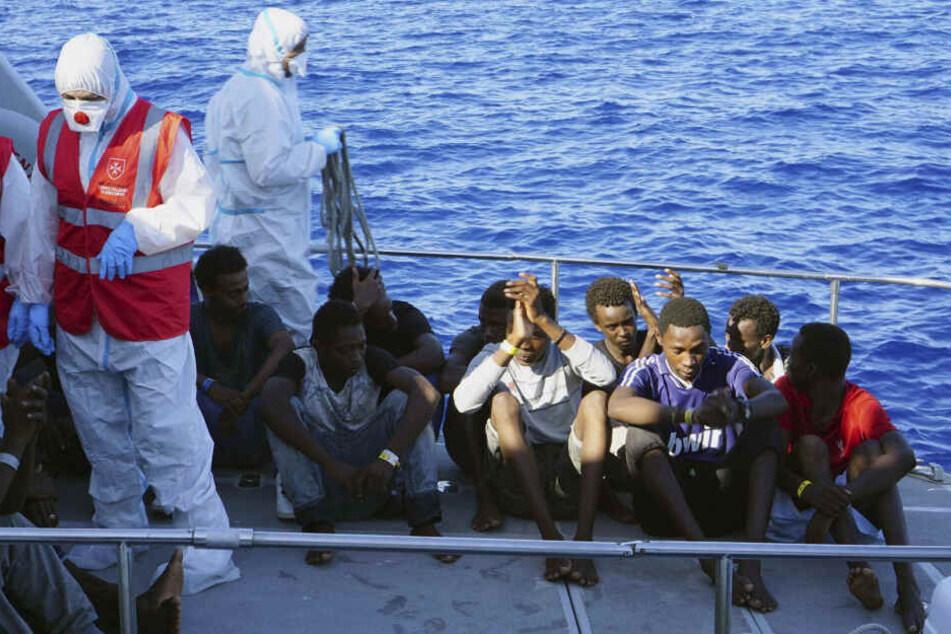 Über zwei Wochen im Mittelmeer: Boot mit 107 Flüchtlingen darf nach Europa