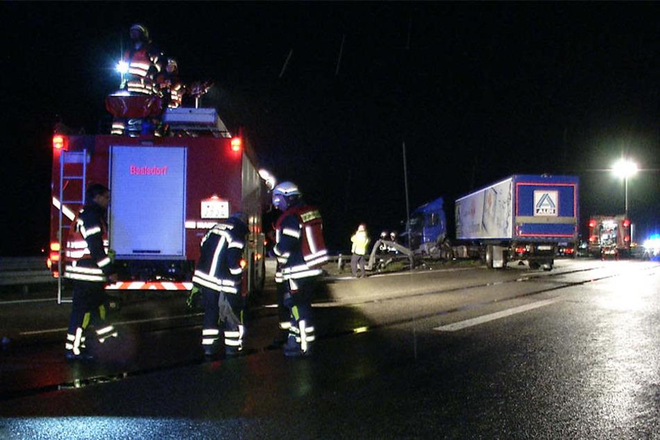 Die Bergungs- und Aufräumarbeiten dauerten mehrere Stunden an. Die A14 musste währenddessen in beiden Richtungen gesperrt werden.