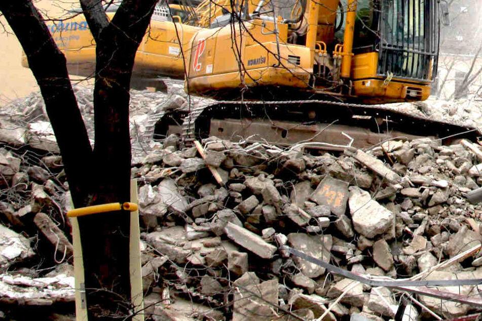 Bei Bauarbeiten wurden Kabel im Erdreich beschädigt (Symbolfoto).