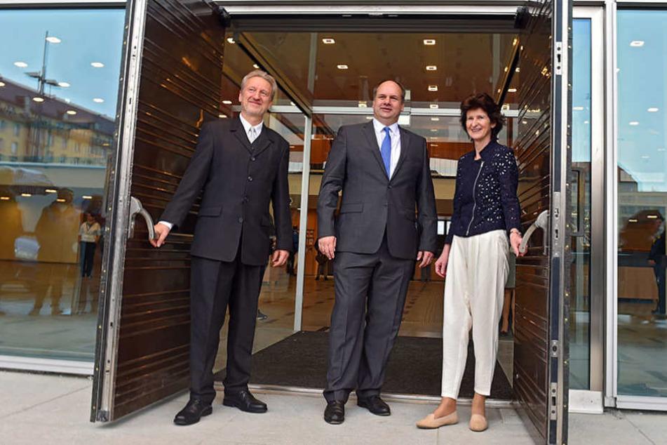 OB Dirk Hilbert (MItte) eröffnete am Samstag die neue Zentralbibliothek im Kulturpalast.