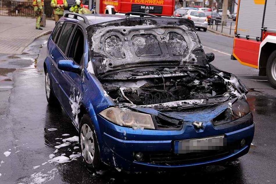 Dresden: Brennendes Auto sorgt für Stau im Berufsverkehr