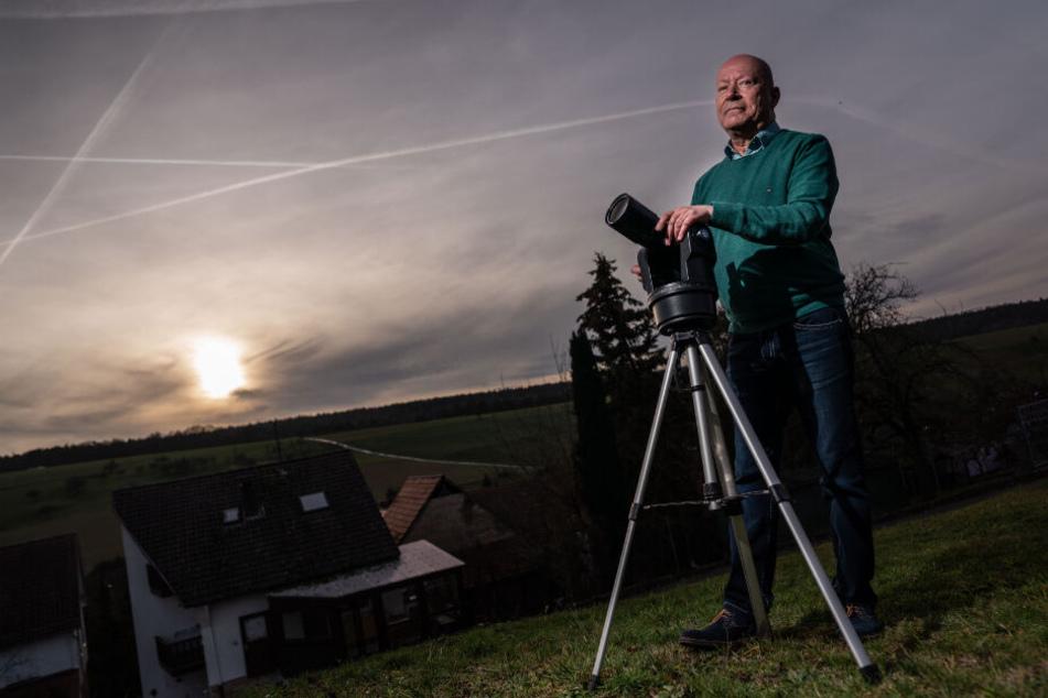 Hansjürgen Köhler auf der Suche nach vermeintlichen Ufos.