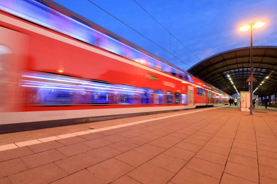 Ein 42-jähriger Mann wurde nach einem Diebstahl aus dem Hauptbahnhof Halle geworfen, kam wieder und klaute erneut. Dies wiederholte sich zweimal. (Archivbild)