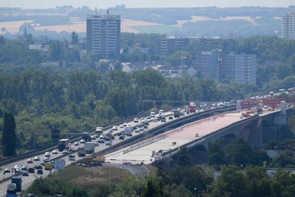 Die Schiersteiner Brücke verbindet Mainz und Wiesbaden.