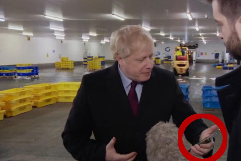 Britischer Premier steckt Handy eines Reporters ein, nachdem er mit diesem Foto konfrontiert wird