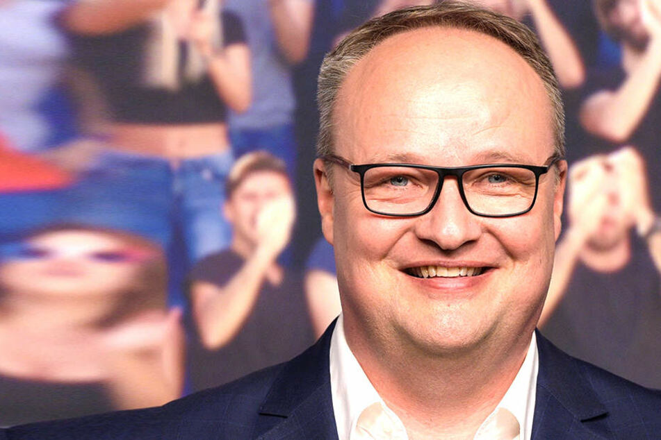 """Oliver Welke (51) muss am Freitag den Narren weichen. Das ZDF zeigt statt der """"heute show"""" die Sendung """"Mainz bleibt Mainz, wie es singt und lacht""""."""