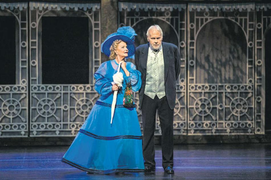 """Im Chemnitzer Musical """"My Fair Lady"""" stehen Dorit Gäbler (75, Mrs. Higgins) und Gunther Emmerlich (73, Pickering) nach langer Zeit mal wieder gemeinsam auf der Bühne."""