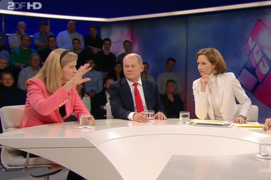 Statt Maybrit Illner führt Bettina Schausten (re.)  durch die Sendung.