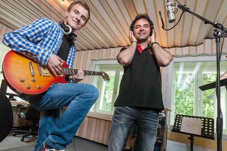 """Auch mit seinem Papa, Ex-Randfichte Thomas """"Rups"""" Unger (47), arbeitete Toni schon zusammen, produzierte sein aktuelles Album."""