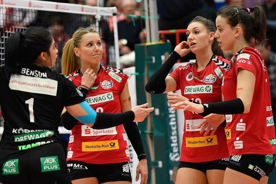 Lange Gesichter bei den DSC-Girls (v.l.) Amanda Benson, Mareen von Römer, Lena Stigrot und Maria Segura nach der 2:3-Pleite.