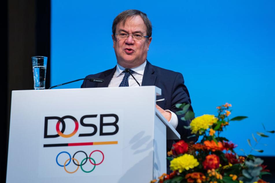 Armin Laschet (CDU), Ministerpräsident des Landes Nordrhein-Westfalen spricht auf der Mitgliederversammlung des Deutschen Olympischen Sportbundes (DOSB).