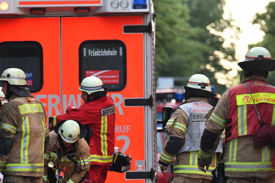 Ob weitere Personen verletzt oder der Bus beschädigt wurden, ist bislang unklar. (Symbolbild)