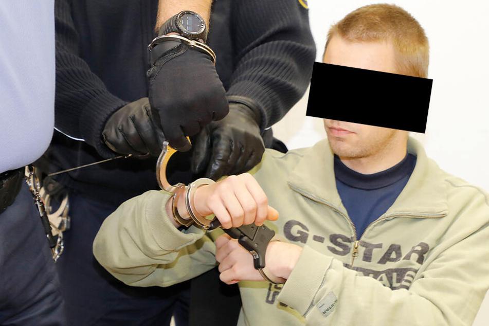 Maik G. muss sich seit Dienstag wegen des Mordes an Gerd S. vor dem Landgericht Chemnitz verantworten.