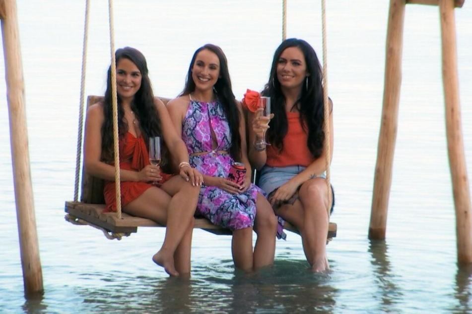 Da grinsen sie: Meike Emonts, Isabell Bernsee und Sarah Gehring wollen sich auf ihrer Liebesschaukel 'nen Boy angeln.