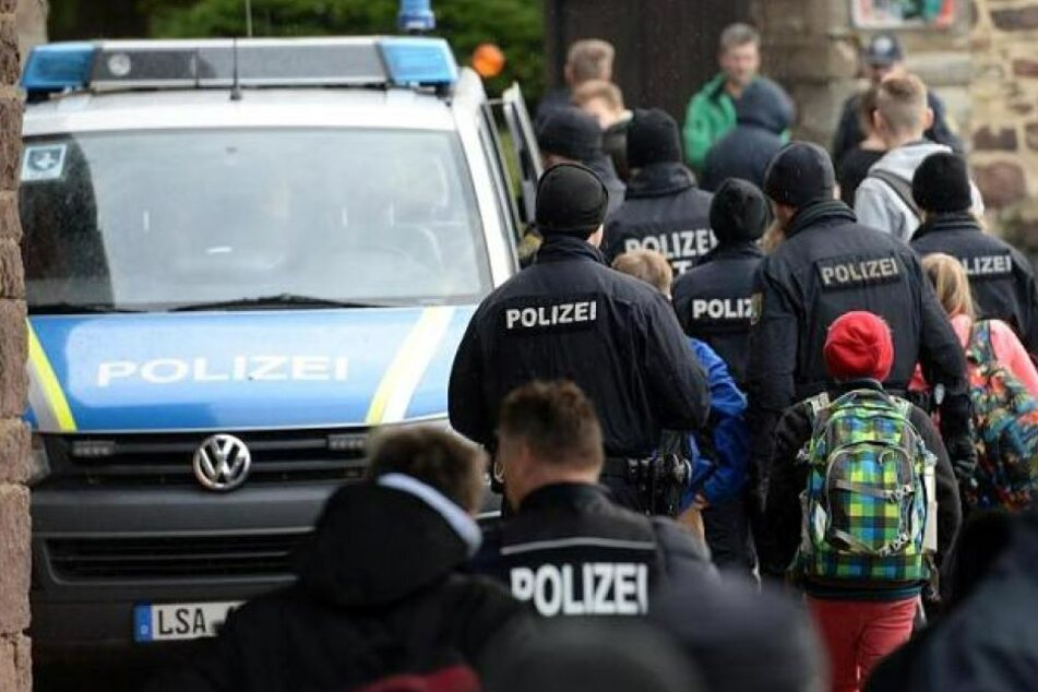 Mann droht mit Schüssen an Schule: Festnahme