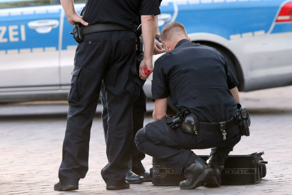 Die Bundespolizei untersucht gerade den Koffer in Erfurt. (Symbolbild)